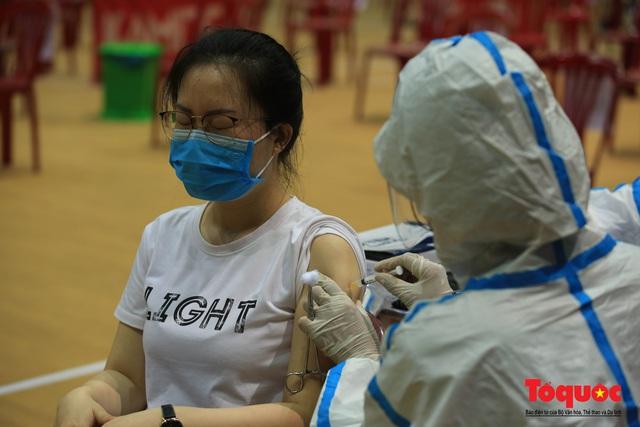 Đà Nẵng bắt đầu tiêm vaccine diện rộng - Ảnh 13.