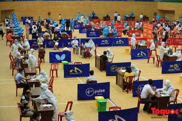 Đà Nẵng bắt đầu tiêm vaccine diện rộng - Ảnh 16.