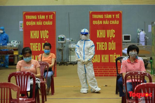 Đà Nẵng bắt đầu tiêm vaccine diện rộng - Ảnh 18.
