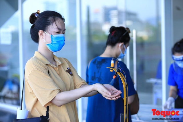 Đà Nẵng bắt đầu tiêm vaccine diện rộng - Ảnh 3.