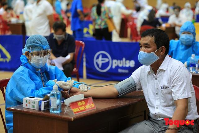 Đà Nẵng bắt đầu tiêm vaccine diện rộng - Ảnh 8.
