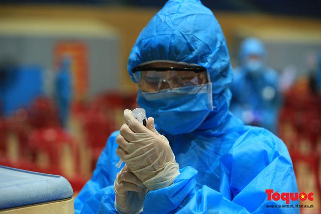 Đà Nẵng bắt đầu tiêm vaccine diện rộng - Ảnh 12.