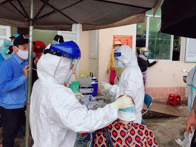Đà Nẵng thêm 51 ca dương tính SARS-CoV-2; Quảng Ngãi tạm dừng tiếp nhận công dân trở về từ các tỉnh, thành đang có dịch - Ảnh 2.