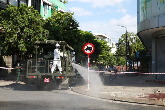 Đà Nẵng thêm 51 ca dương tính SARS-CoV-2; Quảng Ngãi tạm dừng tiếp nhận công dân trở về từ các tỉnh, thành đang có dịch - Ảnh 1.