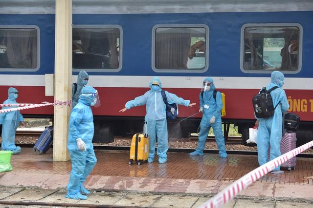 Quảng Trị cảnh báo thông tin giả về ca F0; Thừa Thiên Huế đón hơn 370 công dân từ TPHCM về quê - Ảnh 2.