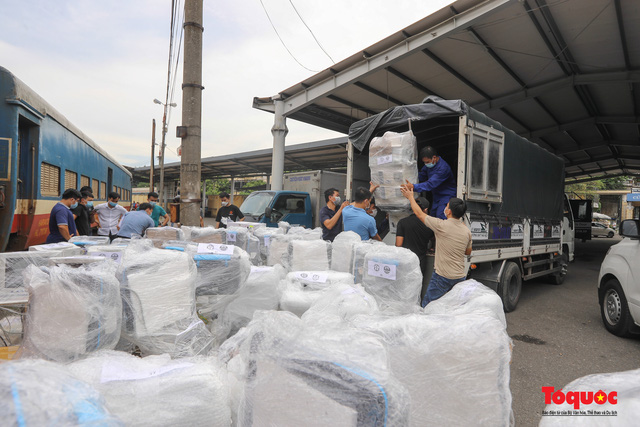 Hà Nội chi viện hàng chục tấn thiết bị y tế hiện đại cho TPHCM chống dịch Covid 19 - Ảnh 9.