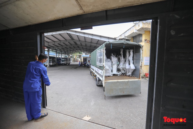 Hà Nội chi viện hàng chục tấn thiết bị y tế hiện đại cho TPHCM chống dịch Covid 19 - Ảnh 2.