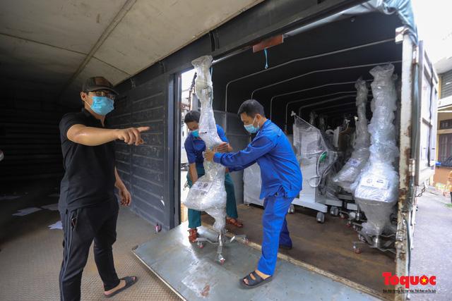Hà Nội chi viện hàng chục tấn thiết bị y tế hiện đại cho TPHCM chống dịch Covid 19 - Ảnh 3.