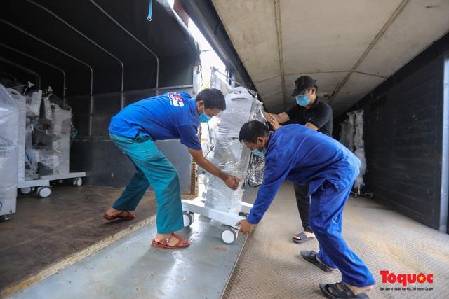 Hà Nội chi viện hàng chục tấn thiết bị y tế hiện đại cho TPHCM chống dịch Covid 19 - Ảnh 4.
