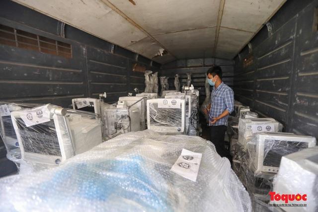 Hà Nội chi viện hàng chục tấn thiết bị y tế hiện đại cho TPHCM chống dịch Covid 19 - Ảnh 6.