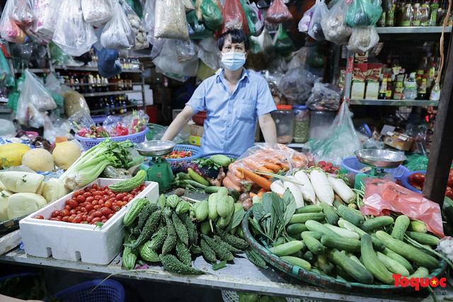 """Thực phẩm tươi tại chợ dân sinh Hà Nội bất ngờ tăng giá, Trứng gà hơn 5000đ vẫn """"cháy"""" hàng - Ảnh 3."""