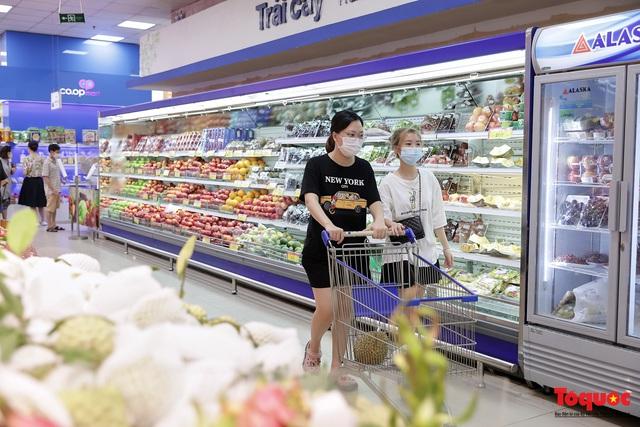 """Thực phẩm tươi tại chợ dân sinh Hà Nội bất ngờ tăng giá, Trứng gà hơn 5000đ vẫn """"cháy"""" hàng - Ảnh 12."""