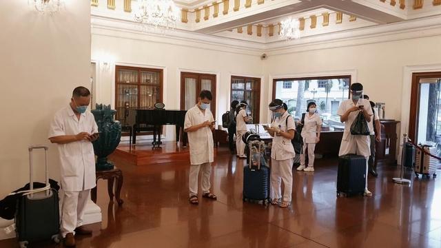 Nhiều khách sạn ở TP. HCM miễn, giảm chi phí cho lực lượng tuyến đầu chống dịch - Ảnh 1.