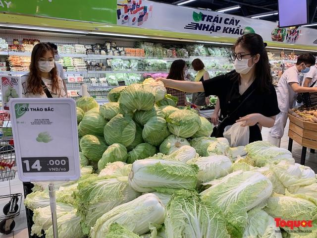 """Thực phẩm tươi tại chợ dân sinh Hà Nội bất ngờ tăng giá, Trứng gà hơn 5000đ vẫn """"cháy"""" hàng - Ảnh 13."""