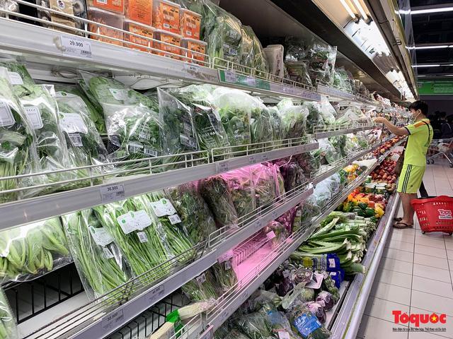 """Thực phẩm tươi tại chợ dân sinh Hà Nội bất ngờ tăng giá, Trứng gà hơn 5000đ vẫn """"cháy"""" hàng - Ảnh 14."""