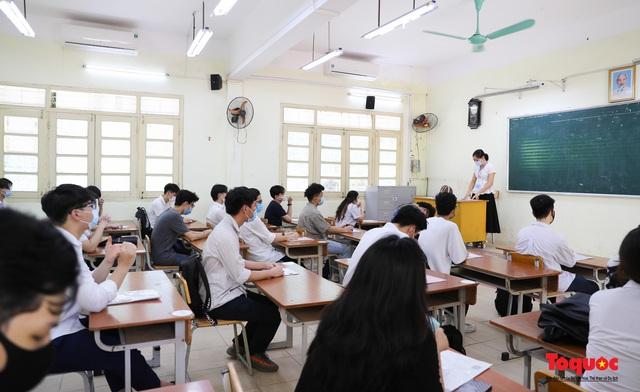 Bộ GDĐT khẳng định vẫn chỉ tổ chức một đợt thi tốt nghiệp THPT thống nhất toàn quốc - Ảnh 3.