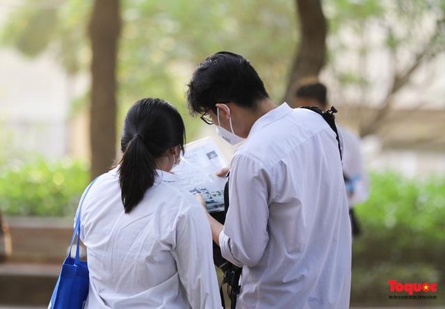 Thí sinh cả nước chính thức bước vào ngày thi tốt nghiệp THPT - Ảnh 7.
