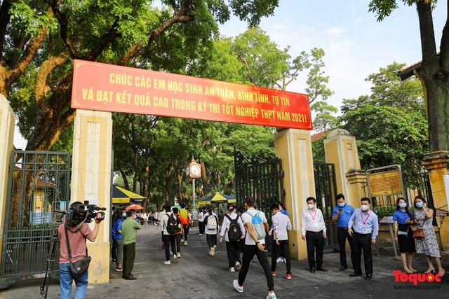 Thí sinh cả nước chính thức bước vào ngày thi tốt nghiệp THPT - Ảnh 1.