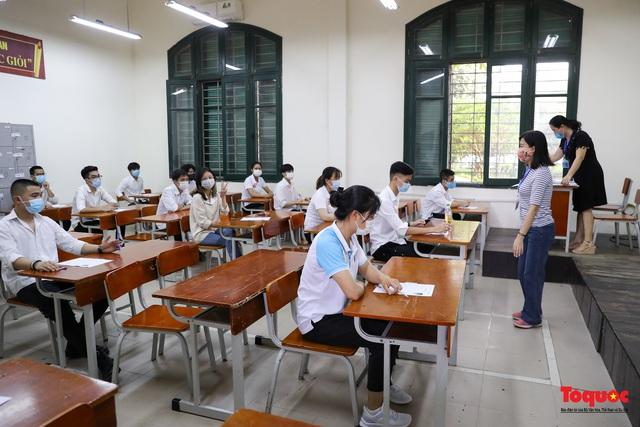 Thí sinh cả nước chính thức bước vào ngày thi tốt nghiệp THPT - Ảnh 14.