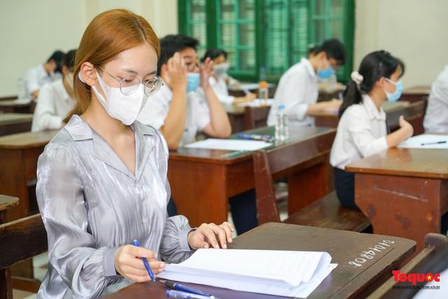 Thí sinh cả nước chính thức bước vào ngày thi tốt nghiệp THPT - Ảnh 15.