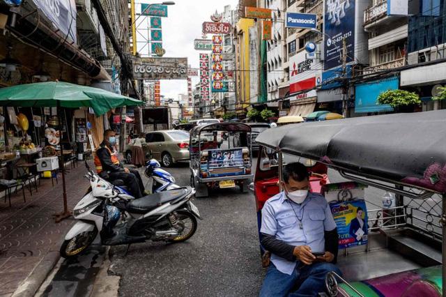 """Số ca mắc Covid-19 tăng gấp 10 lần: Thái Lan """"chênh vênh"""" trước kế hoạch tái mở cửa - Ảnh 1."""