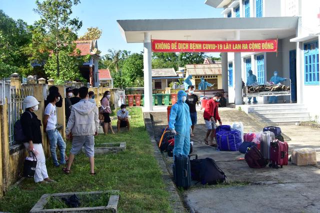 Thừa Thiên Huế: Đón 20 công dân đi tàu từ TP. HCM ra Quảng Trị về quê cách ly - Ảnh 1.