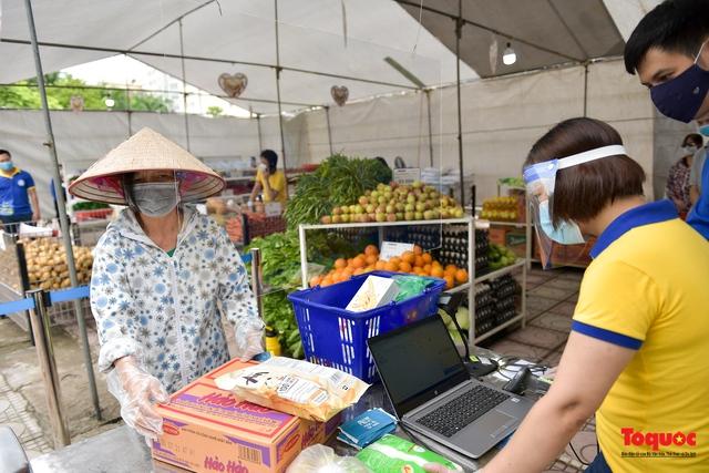 """Hà Nội: Triển khai """"siêu thị 0 đồng"""" hỗ trợ những người khó khăn trong dịch Covid 19 - Ảnh 9."""