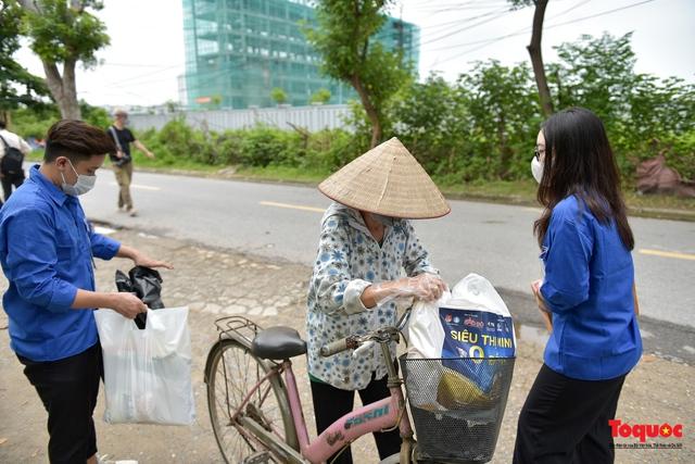 """Hà Nội: Triển khai """"siêu thị 0 đồng"""" hỗ trợ những người khó khăn trong dịch Covid 19 - Ảnh 11."""