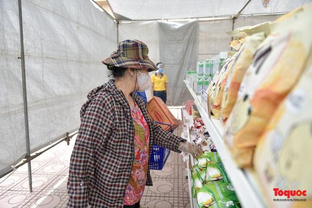 """Hà Nội: Triển khai """"siêu thị 0 đồng"""" hỗ trợ những người khó khăn trong dịch Covid 19 - Ảnh 5."""