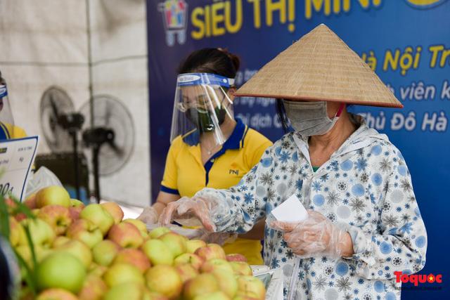 """Hà Nội: Triển khai """"siêu thị 0 đồng"""" hỗ trợ những người khó khăn trong dịch Covid 19 - Ảnh 6."""