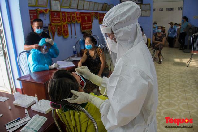 Thừa Thiên Huế tổ chức lấy mẫu xét nghiệm sàng lọc COVID-19 vùng trọng điểm trên toàn tỉnh - Ảnh 7.