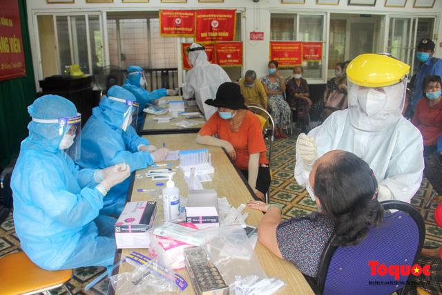 Thừa Thiên Huế tổ chức lấy mẫu xét nghiệm sàng lọc COVID-19 vùng trọng điểm trên toàn tỉnh - Ảnh 12.