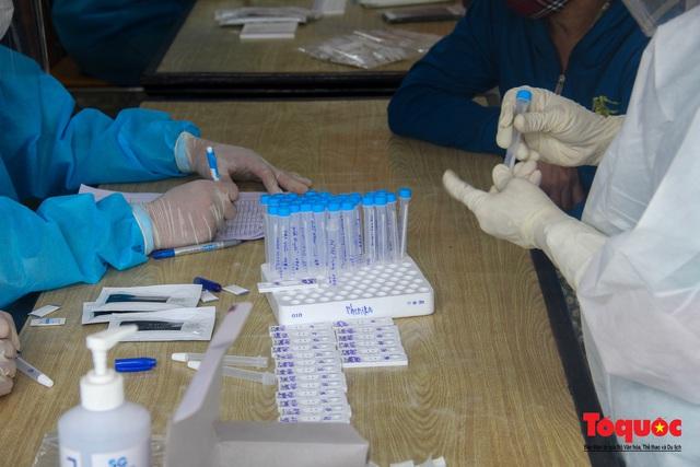 Thừa Thiên Huế tổ chức lấy mẫu xét nghiệm sàng lọc COVID-19 vùng trọng điểm trên toàn tỉnh - Ảnh 10.