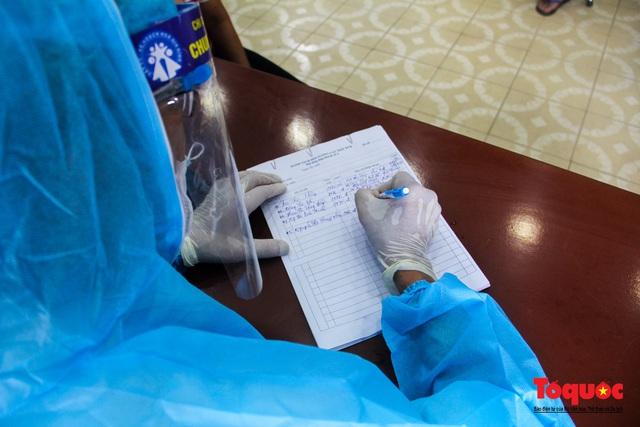 Thừa Thiên Huế tổ chức lấy mẫu xét nghiệm sàng lọc COVID-19 vùng trọng điểm trên toàn tỉnh - Ảnh 9.