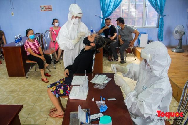 Thừa Thiên Huế tổ chức lấy mẫu xét nghiệm sàng lọc COVID-19 vùng trọng điểm trên toàn tỉnh - Ảnh 6.