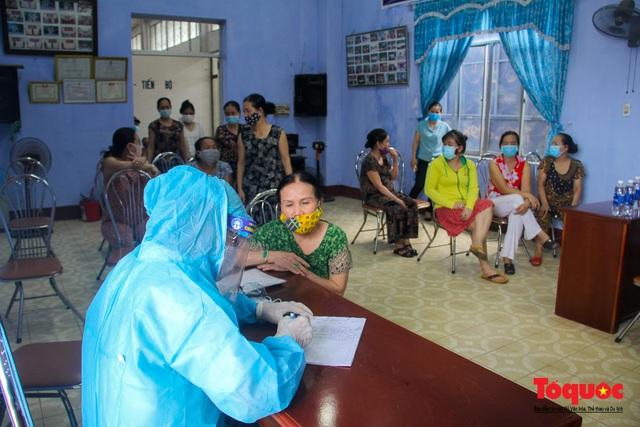 Thừa Thiên Huế tổ chức lấy mẫu xét nghiệm sàng lọc COVID-19 vùng trọng điểm trên toàn tỉnh - Ảnh 5.