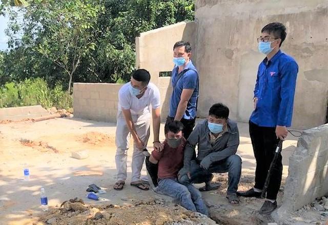 Thừa Thiên Huế: Bắt quả tang đối tượng vận chuyển 1kg ma túy đá - Ảnh 1.