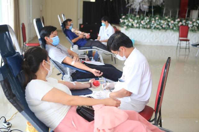 232 đoàn viên công chức tỉnh Thừa Thiên Huế hiến máu cứu người giữa mùa dịch - Ảnh 1.