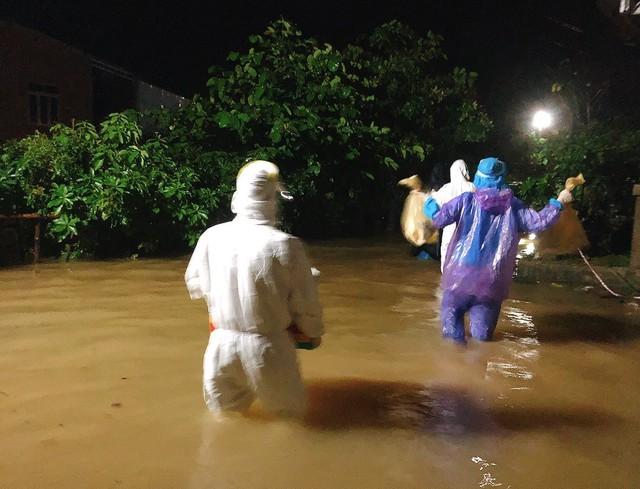 Miền Trung khẩn trương khắc phục hậu quả bão số 5, chủ động ứng phó mưa lũ - Ảnh 1.