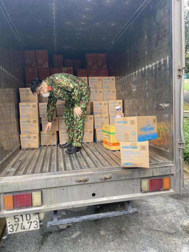 TNI King Coffee trao tặng gạo cho người dân vùng dịch và tiếp sức cho tuyến đầu chống dịch tại TP.HCM và Bình Dương - Ảnh 1.