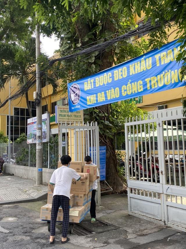 TNI King Coffee trao tặng gạo cho người dân vùng dịch và tiếp sức cho tuyến đầu chống dịch tại TP.HCM và Bình Dương - Ảnh 5.