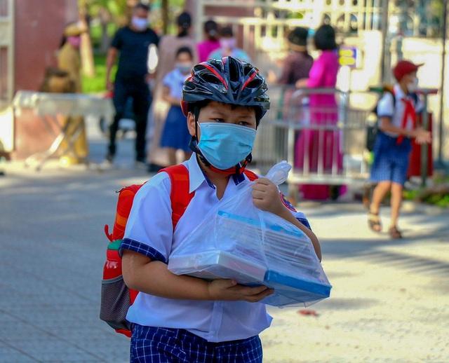 Học sinh ở vùng an toàn Thừa Thiên Huế trở lại trường học sau thời gian dài học online - Ảnh 7.