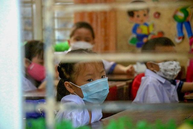 Học sinh ở vùng an toàn Thừa Thiên Huế trở lại trường học sau thời gian dài học online - Ảnh 13.