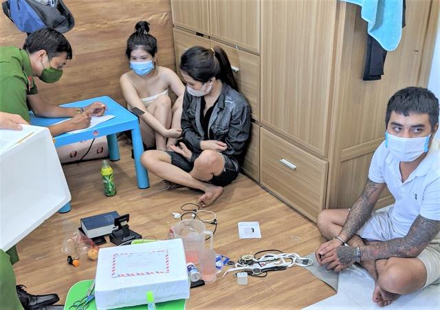 """4 thanh niên nam nữ """"mở tiệc"""" ma túy trong phòng trọ giữa mùa dịch - Ảnh 1."""