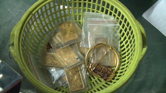 Bắt đối tượng có tiền án vẫn tiếp tục đi trộm 20 cây vàng và hơn 140 triệu đồng - Ảnh 2.