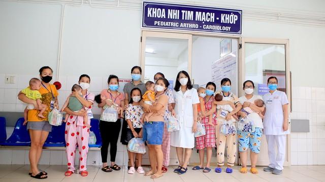 Mang Tết Trung thu đến với các bệnh nhi đang điều trị tại Bệnh viện Trung ương Huế - Ảnh 1.