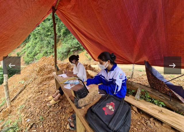 Học sinh người Vân Kiều dựng lều bắt sóng 3G học online giữa đại ngàn - Ảnh 1.