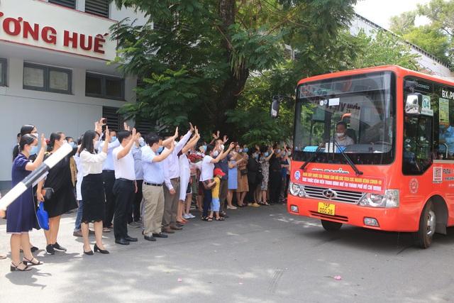 Bệnh viện Trung ương Huế điều động thêm 115 y, bác sĩ vào TPHCM chống dịch - Ảnh 2.