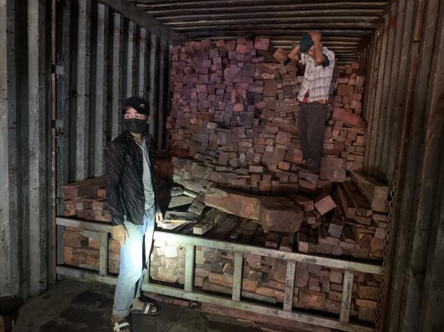 Quảng Trị: Bắt vụ buôn lậu gỗ và đá quý quy mô lớn từ Lào về - Ảnh 1.
