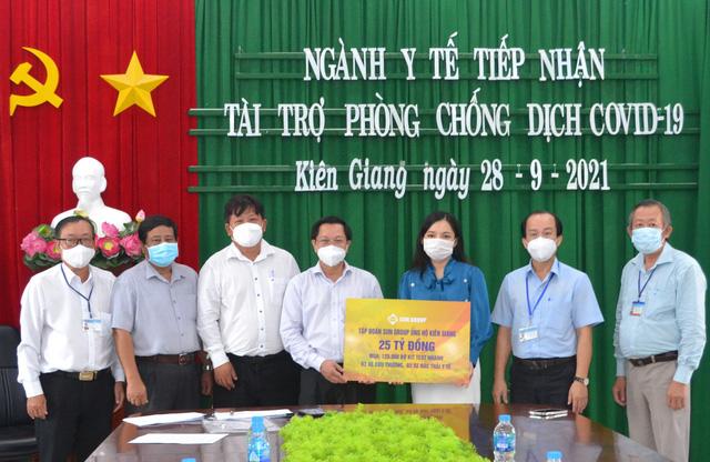 Sun Group trao tặng gói hỗ trợ đợt 3 trị giá 25 tỷ đồng, tiếp sức Kiên Giang chống dịch, đón khách tới Phú Quốc - Ảnh 1.